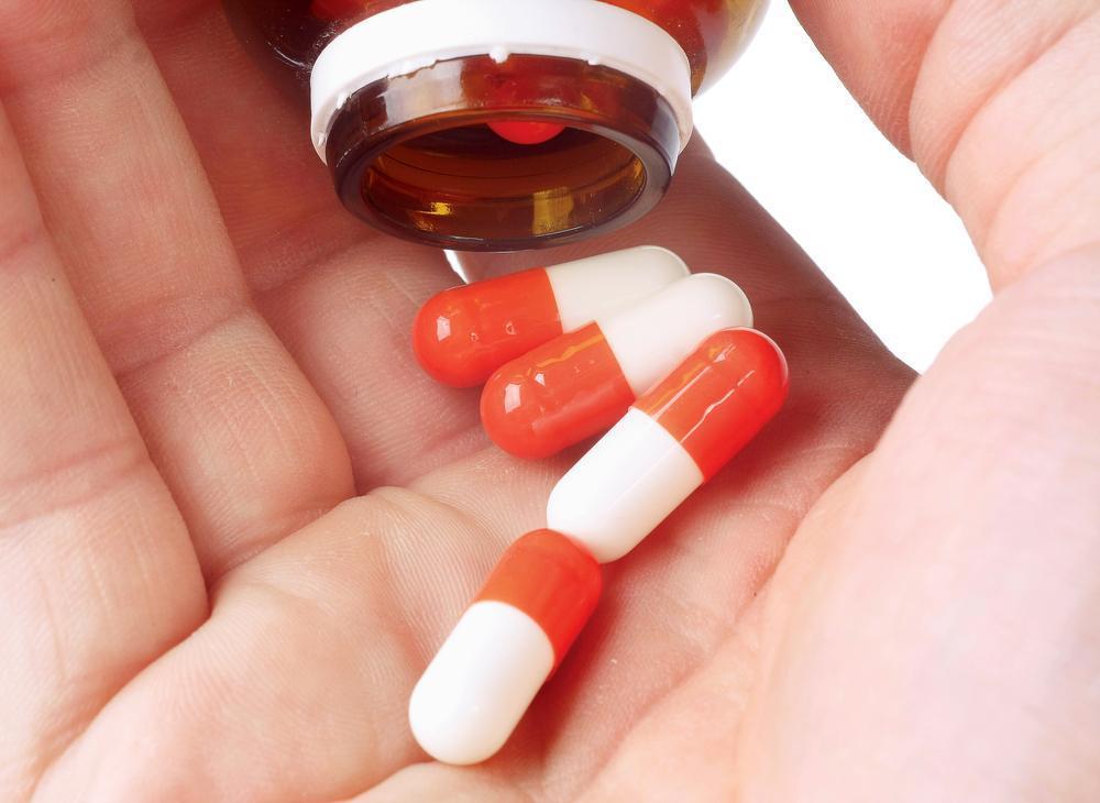 Azitromicina (Oral/Injetável) : O que é, Precauções, Efeitos Colaterais Azitromicina