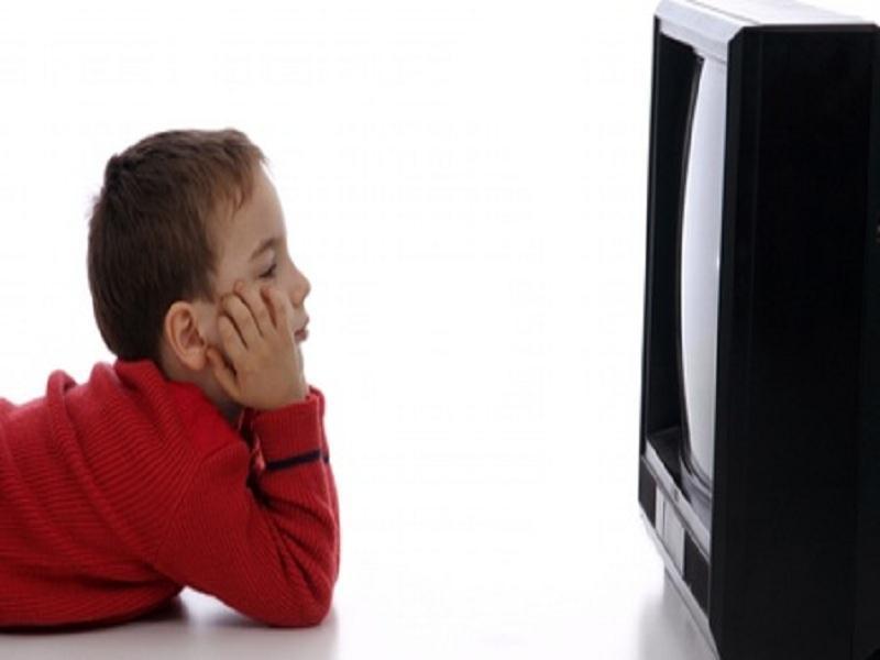 Qual é a Relação Entre Televisão e Crianças Acima do Peso?