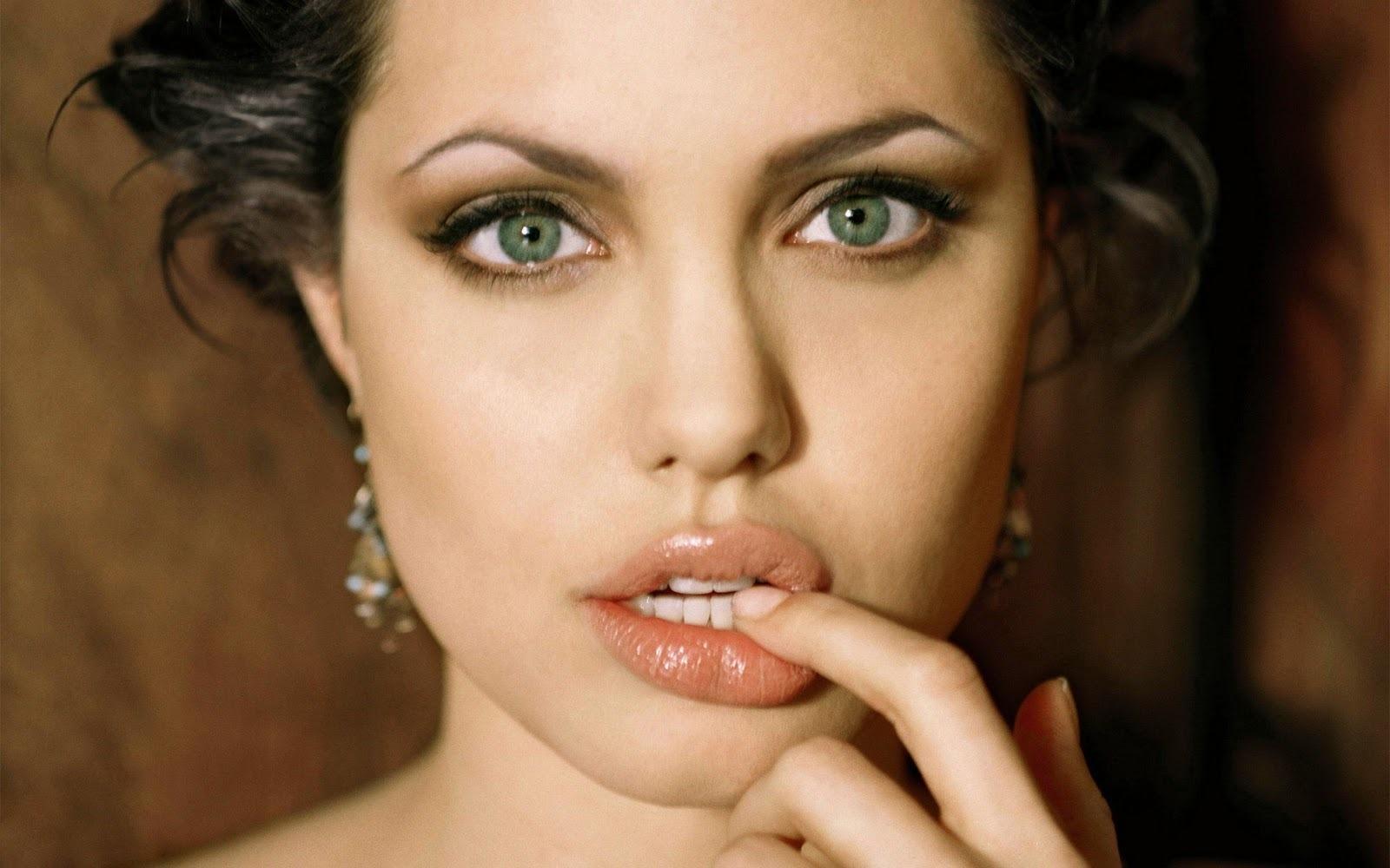 Dando Volume aos Lábios – Lábios Mais Grossos Usando Maquiagem