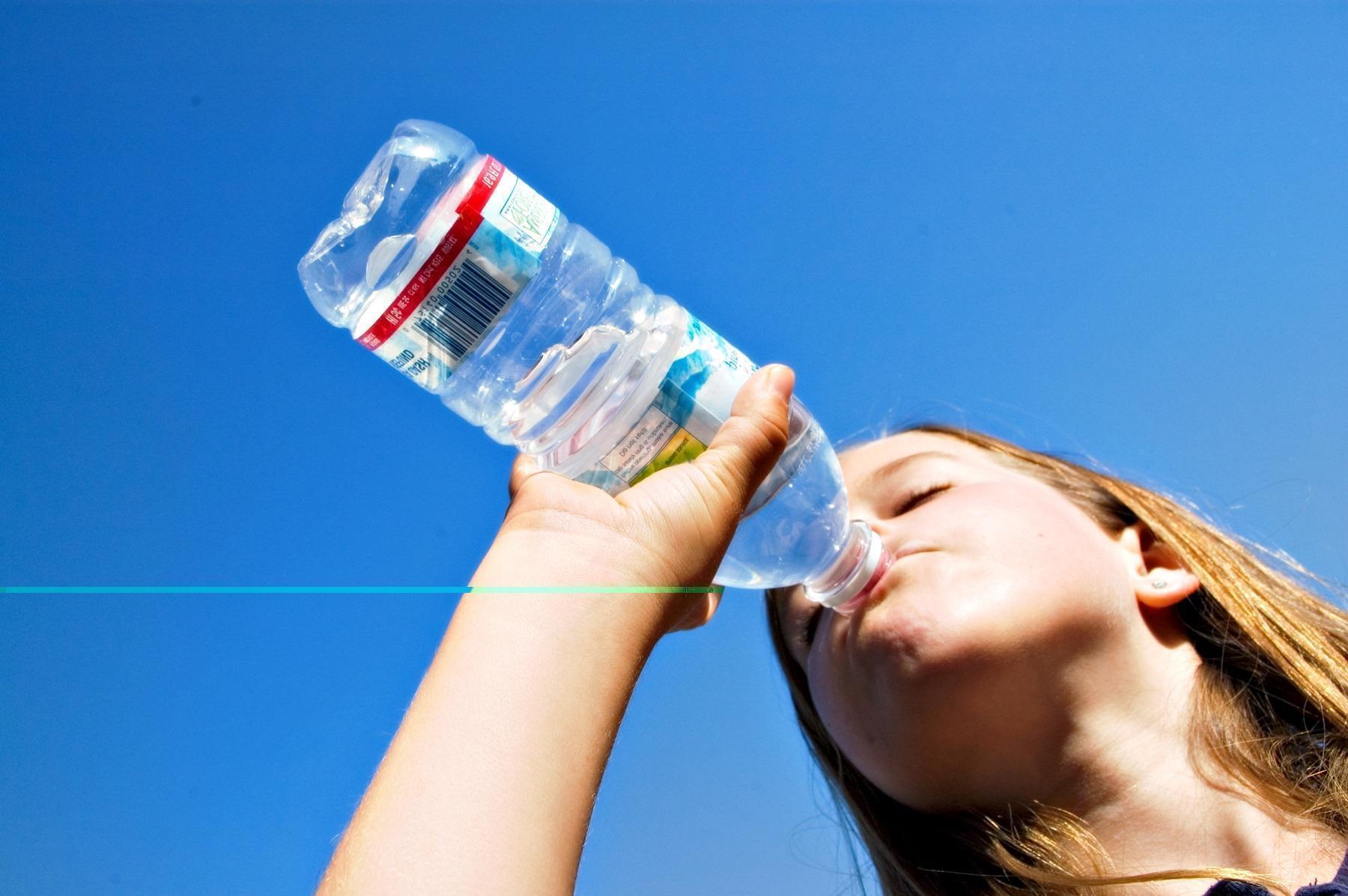 Emagrecer ou Engordar Bebendo Água? Verdades e Mentiras Sobre a Água
