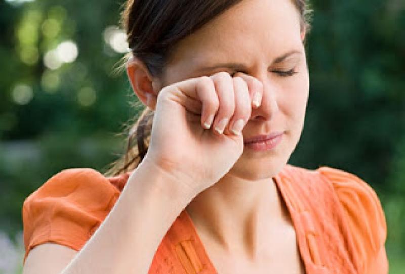 Olhos Vermelhos:  Dicas Como Evitar os Olhos Vermelhos e Inchados de Manhã e Noite