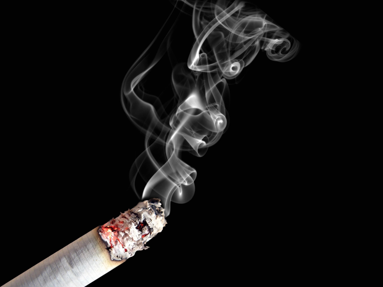 Como deixar de fumar um pedaço em uma garganta