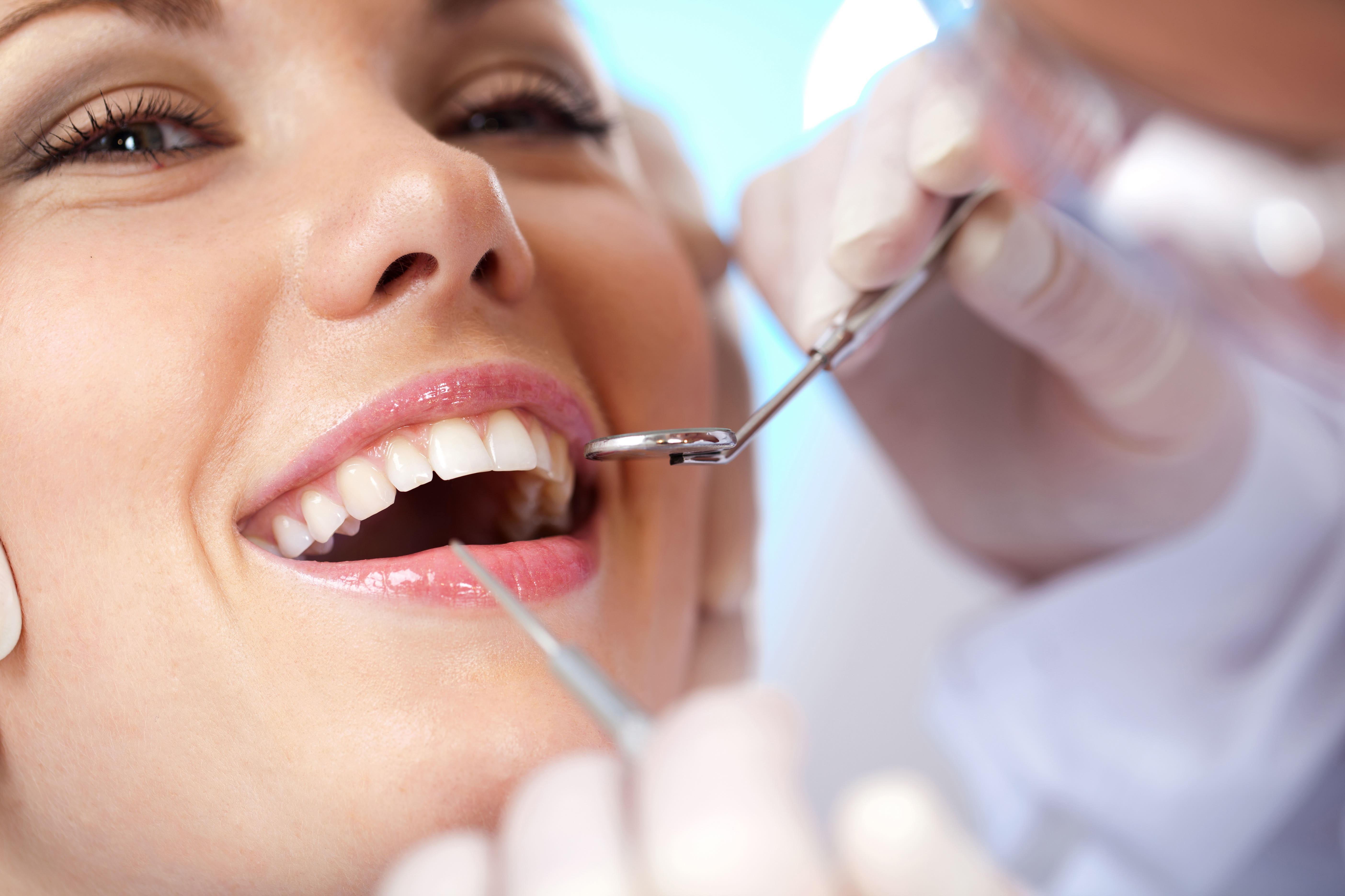Como Conseguir um Sorriso Mais Bonito Com Implantes Dentários