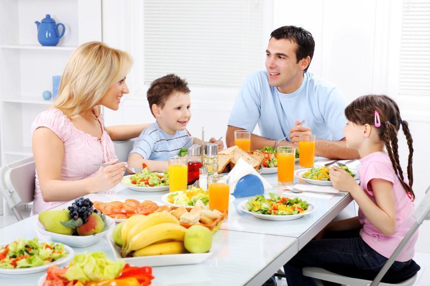 Prevenindo a Obesidade Infantil Com Refeições em Família