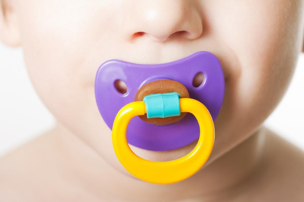 Vantagens e Desvantagens da Chupeta Para o Seu Bebê