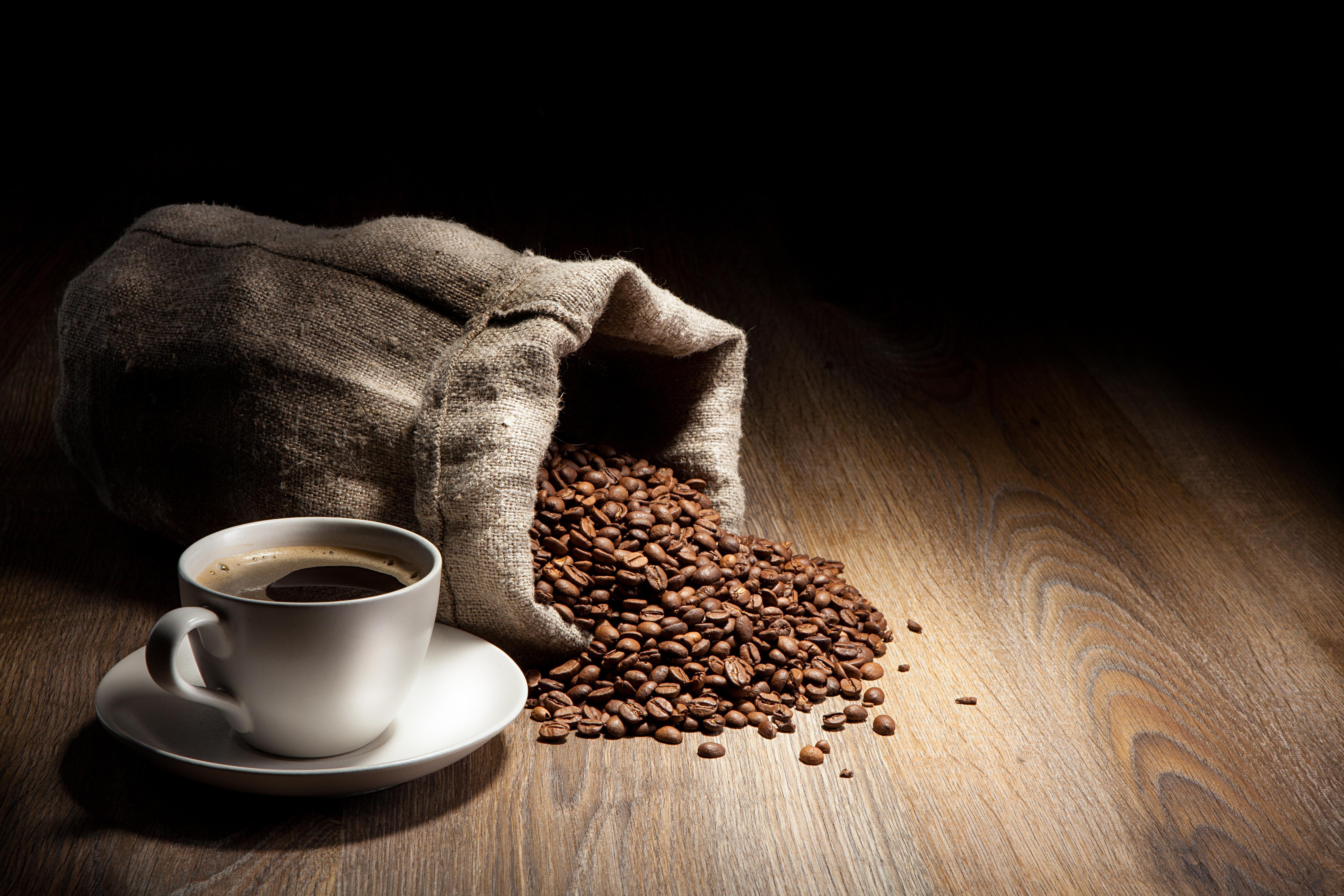 O Consumo de Cafeína Piora as Ondas de Calor e Suores Noturnos da Menopausa