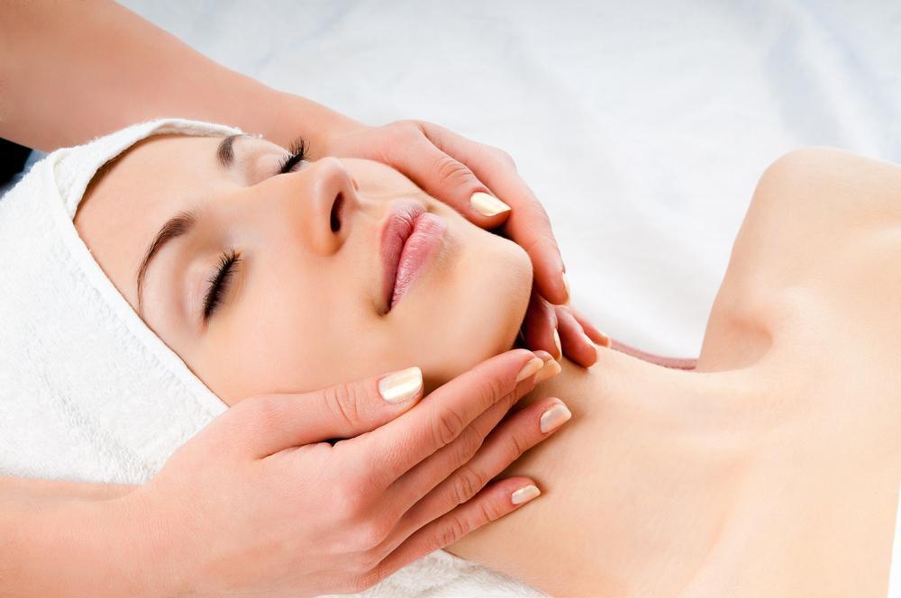 Massagem Facial Para Energizar a Pele