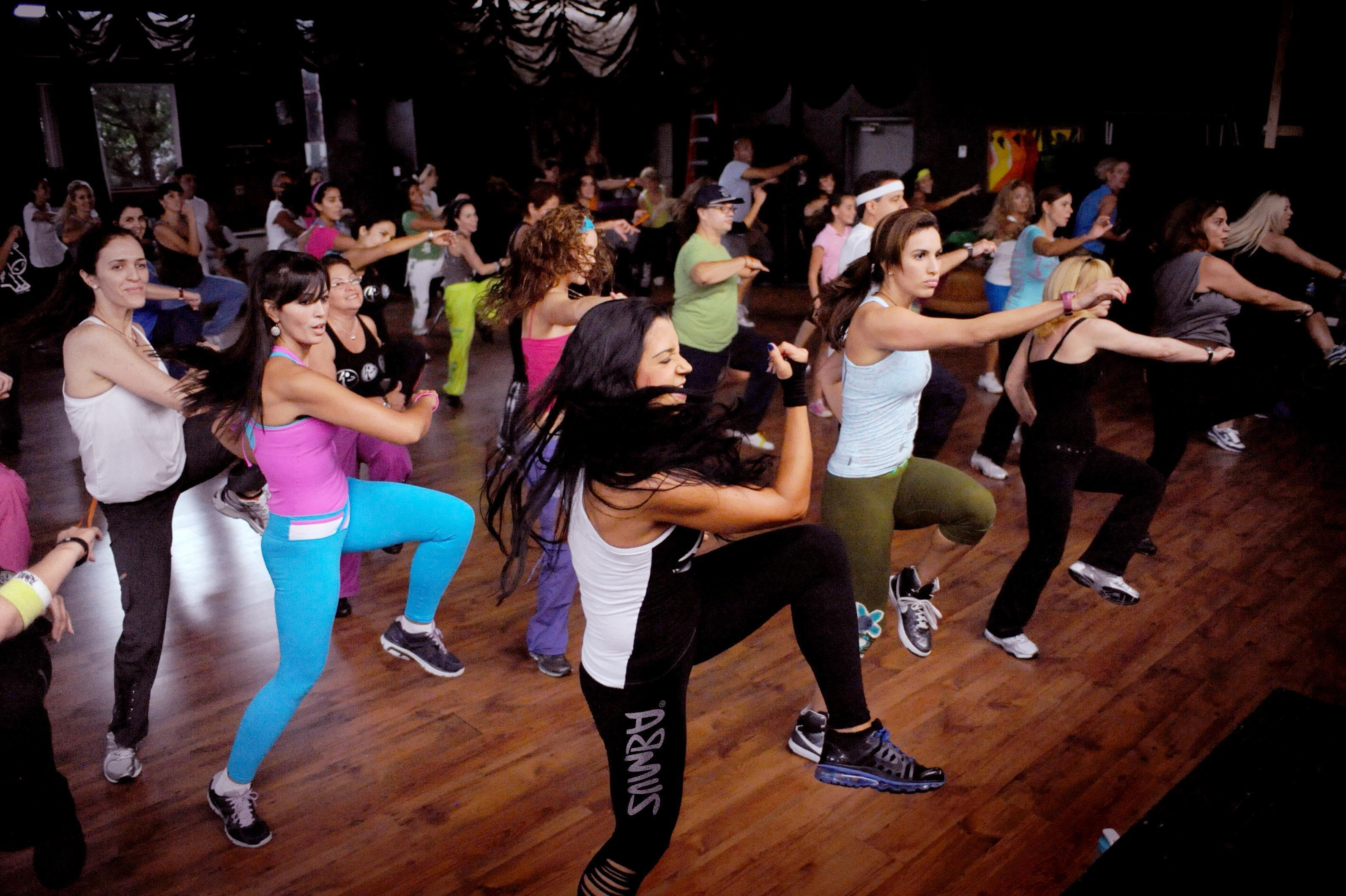 Os 10 Melhores Exercícios de Zumba
