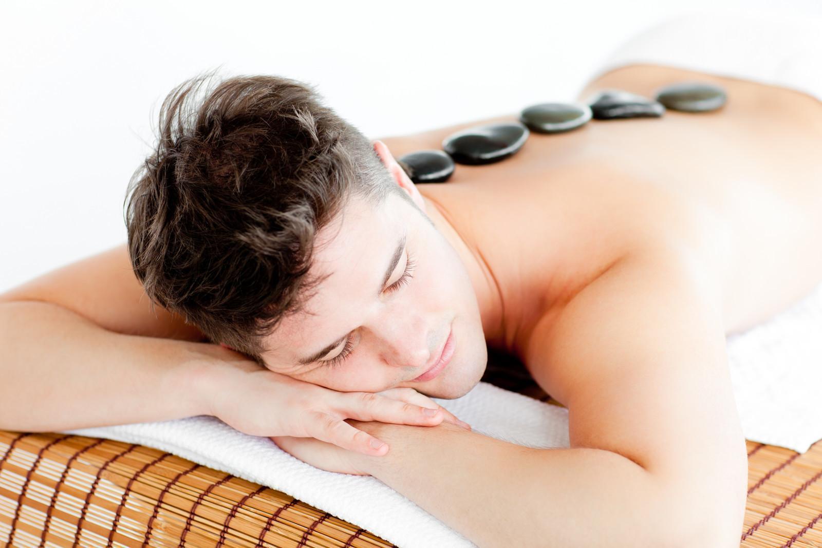 Como Aplicar Uma Massagem Com Pedras Quentes
