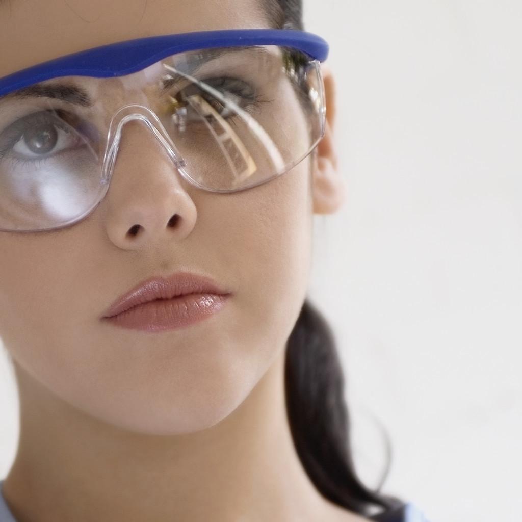 Proteja os Seus Olhos das Lesões em Casa