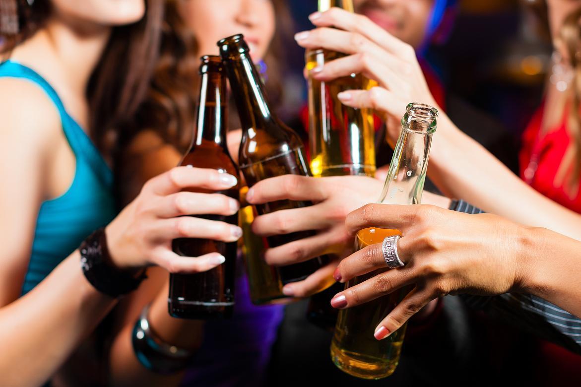 O Álcool aumenta o Risco de Desenvolver Câncer: Explicamos Como e Quanto