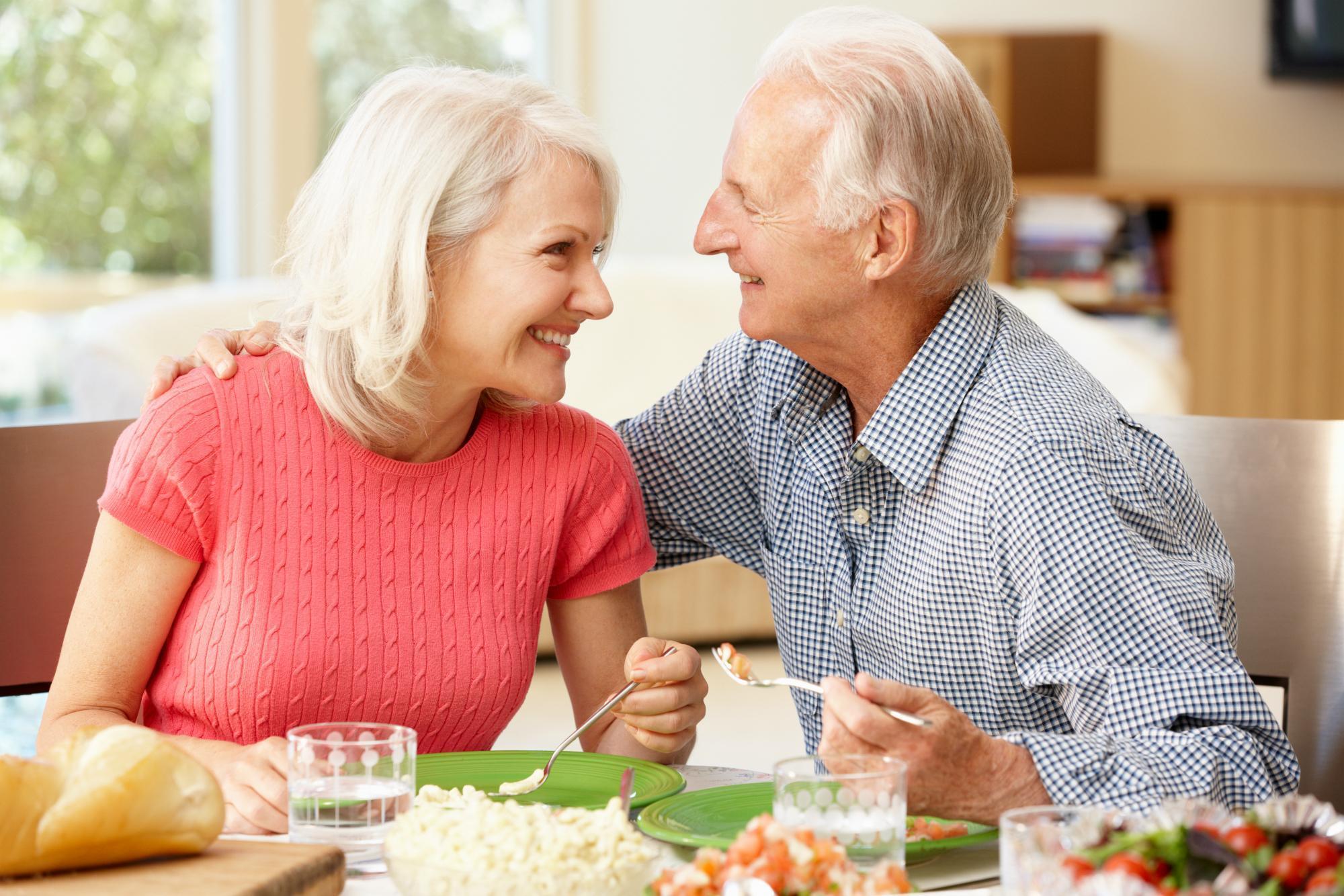 Dicas de Alimentação Para Envelhecer Saudável e Forte
