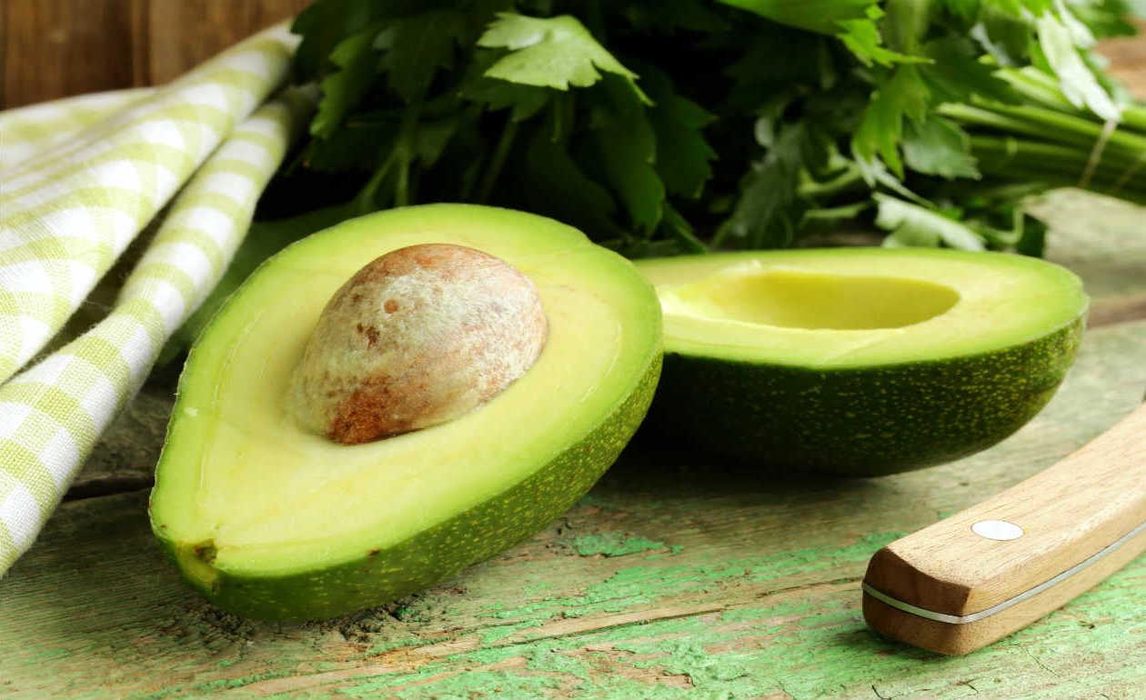 Cinco Remédios Caseiros que Podem ser Feitos com o Abacate