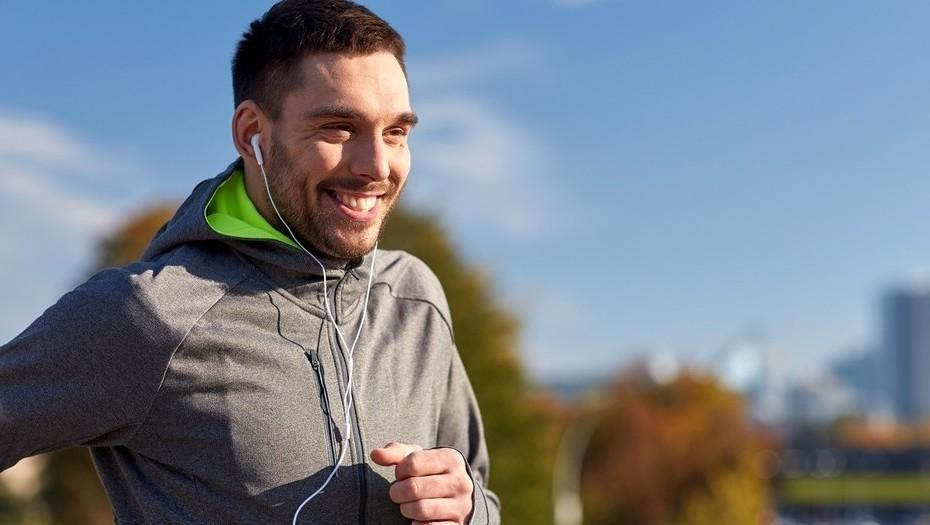 As Vantagens e Desvantagens de Correr Escutando Música